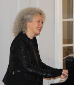 Piano: Vår alles kjære Kari Stokke
