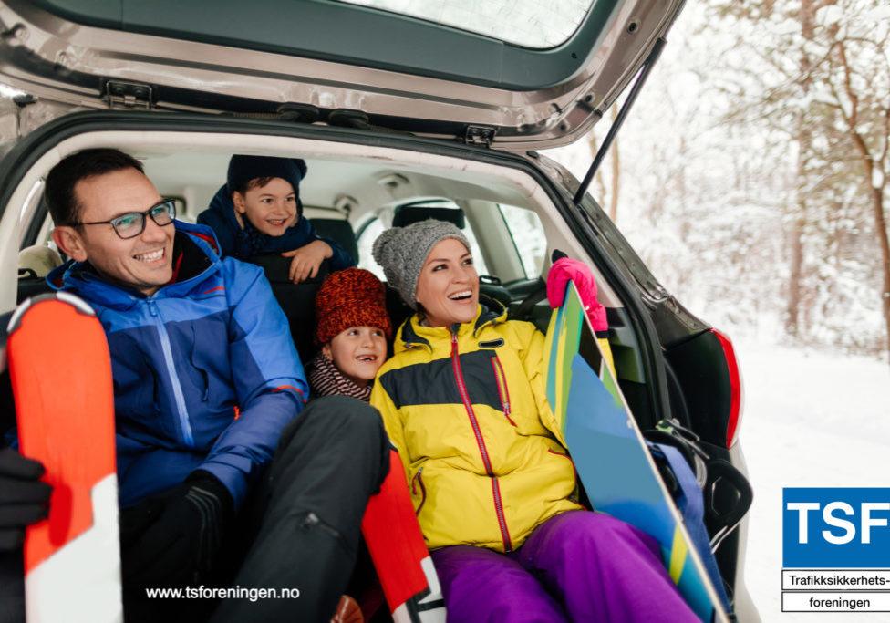 iStock-familie bil vinter
